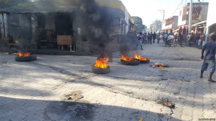 800px 2019 Haitian protests tire fire